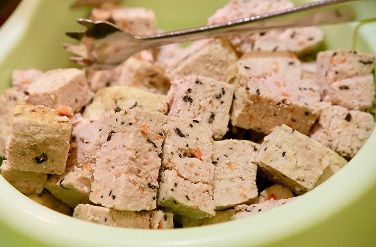ワンちゃんの食い付きが良いメニューは豆腐ハンバーグ