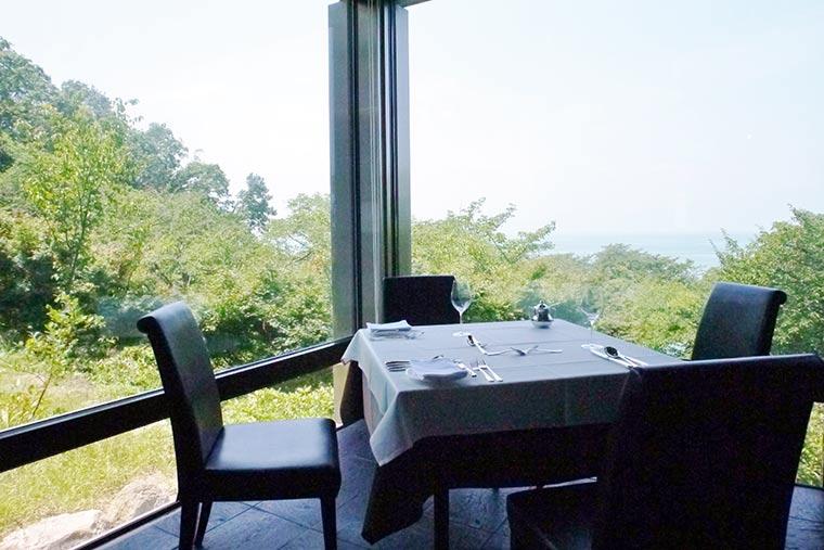 レストラン「ル・ポワン・ドゥ・ヴュ」