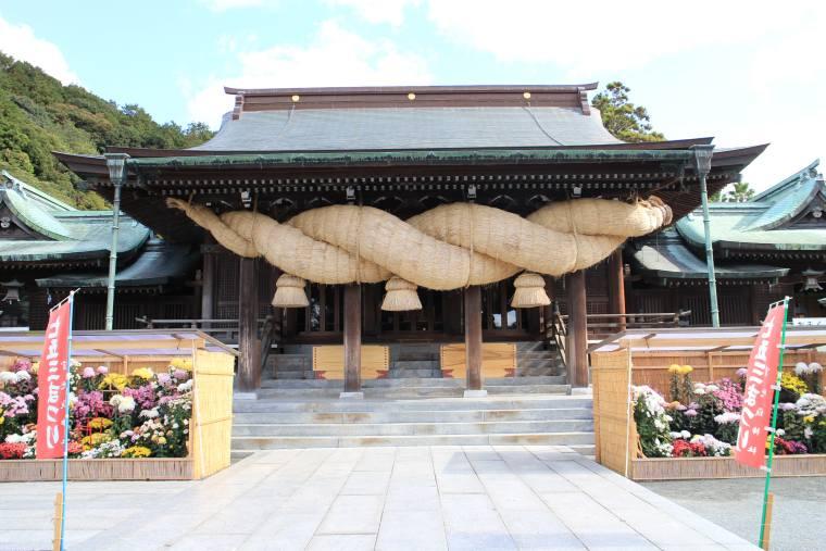 宮地嶽神社拝殿のシンボルである大注連縄