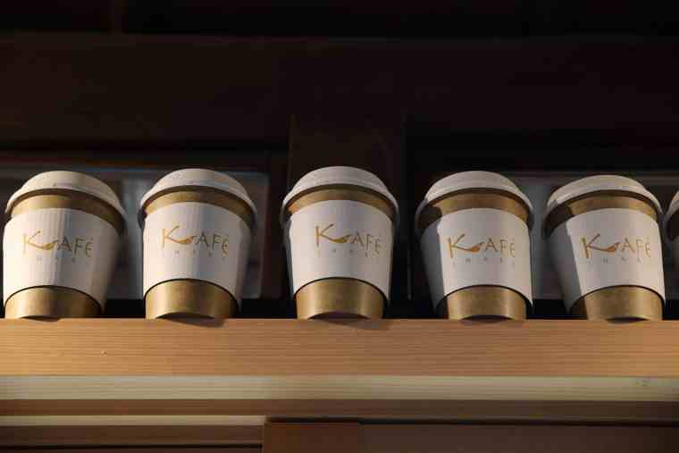 KAFE INARIのカップにはキツネのしっぽがデザイン