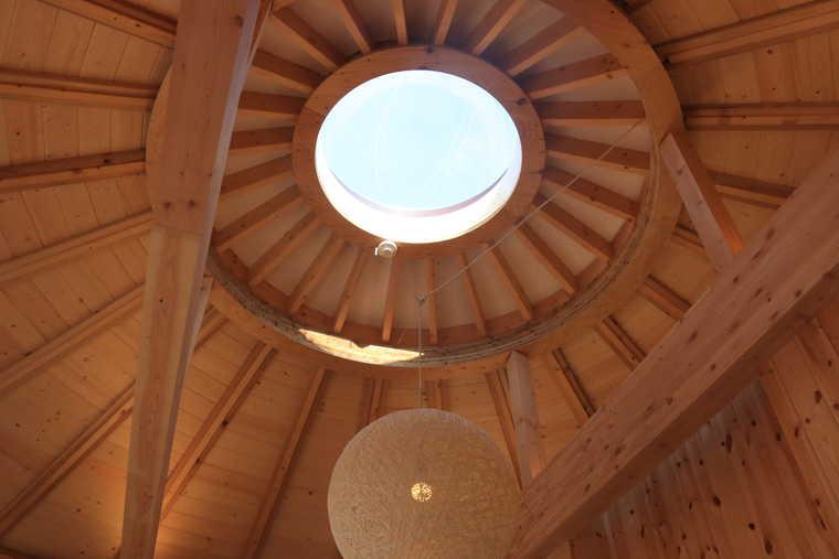 星のコクーンの寝室の天井に付いた天窓