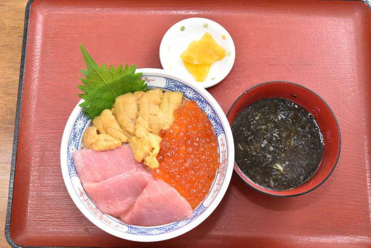 函館朝市 櫻桂のお好み丼