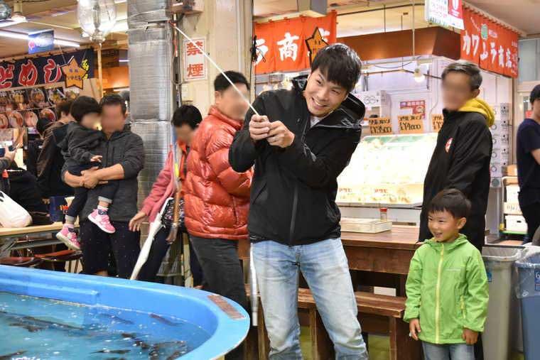 函館朝市 駅二市場のイカ釣り