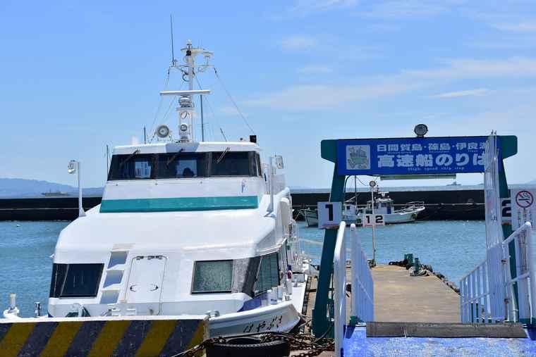 日間賀島へ渡る高速船