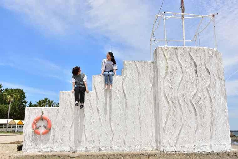 日間賀島 サンライズビーチの白い監視台