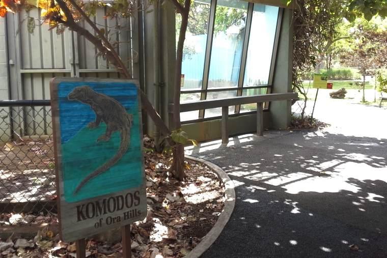 ホノルル動物園のコモドドラゴンの看板