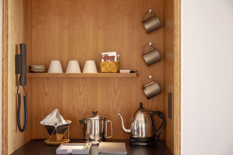 星のや富士 キャビン内のカフェスペース
