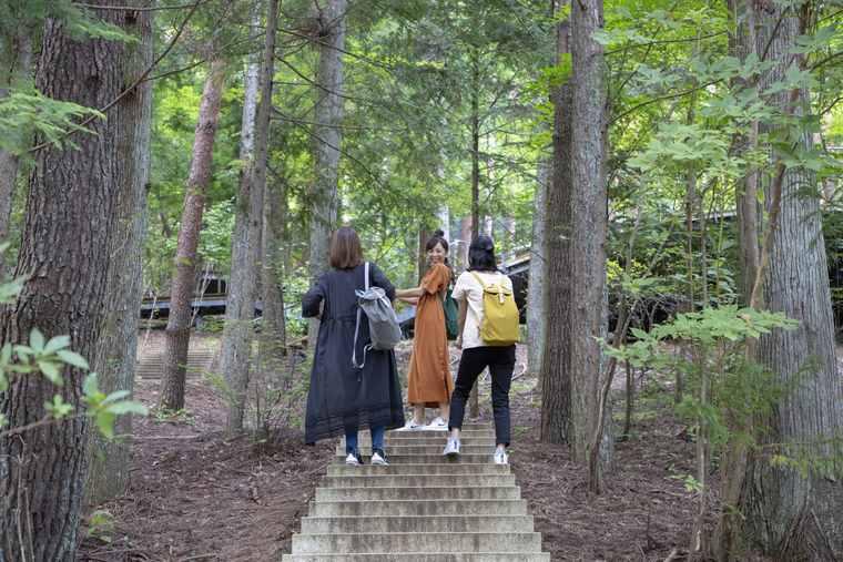 星のや富士のクラウドテラスへ向かう階段