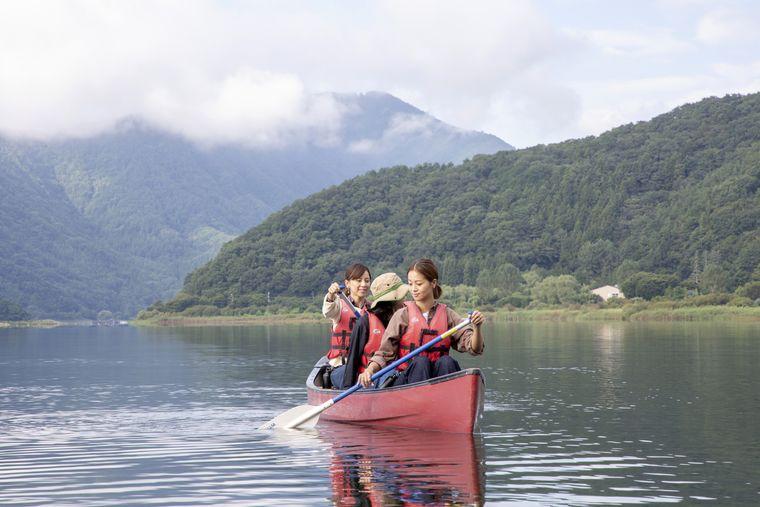 河口湖上の早朝カヌー体験