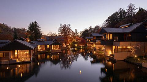 現代を休む日。谷の集落「星のや軽井沢」で、くつろぎの滞在を