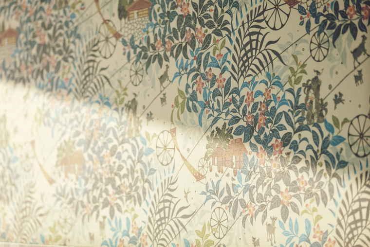 星のや沖縄 琉球紅型をモチーフにした壁紙
