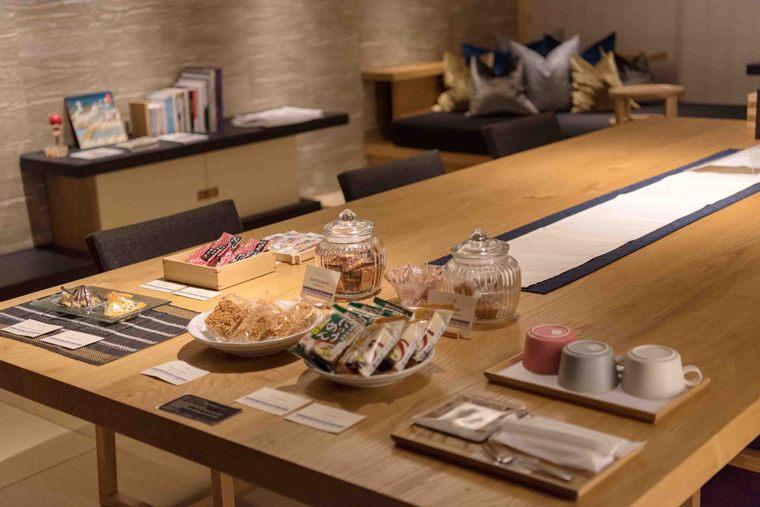 星のや東京 「お茶の間ラウンジ」 お菓子や夜食