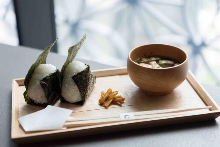 星のや東京 「お茶の間ラウンジ」 おむすび