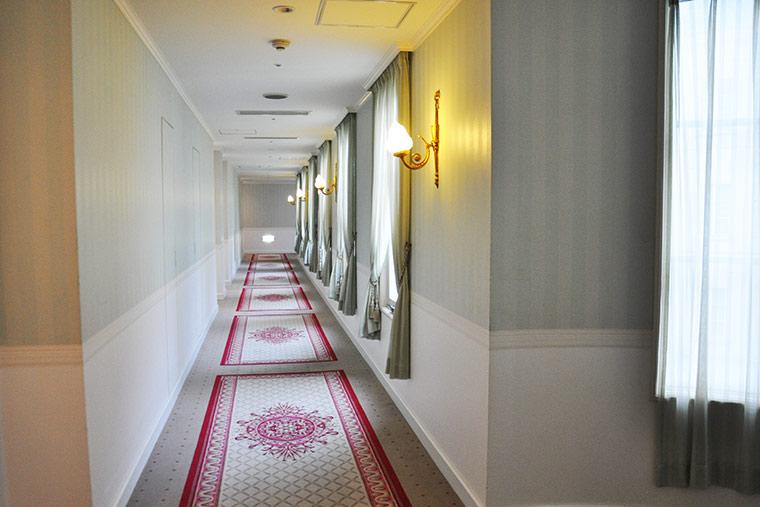 ホテルアムステルダムの館内廊下