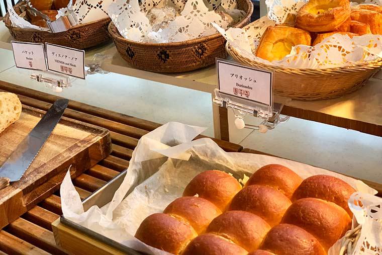 自家製の焼き立てパン