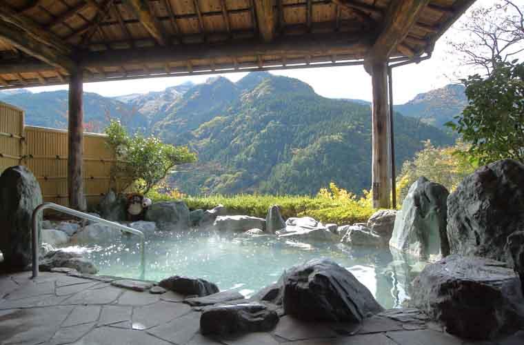 ホテルかずら橋 男性用露天風呂「雲海の湯」