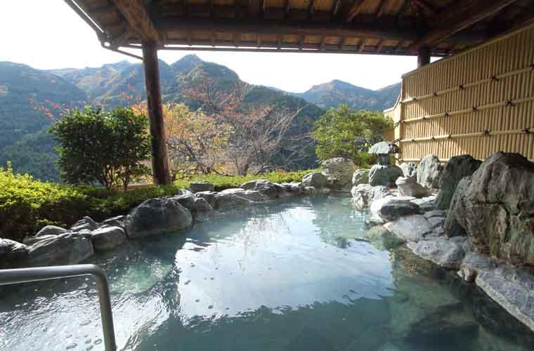 新祖谷温泉 ホテルかずら橋の天空露天風呂
