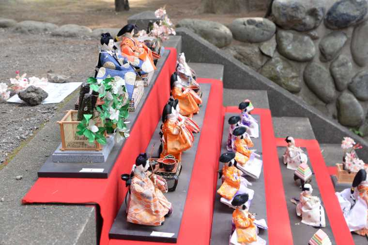 素盞嗚神社の雛段飾り