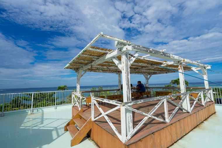 石垣島 のばれ岬観光農園の屋上