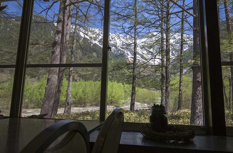 小梨平食堂の窓から見える景色