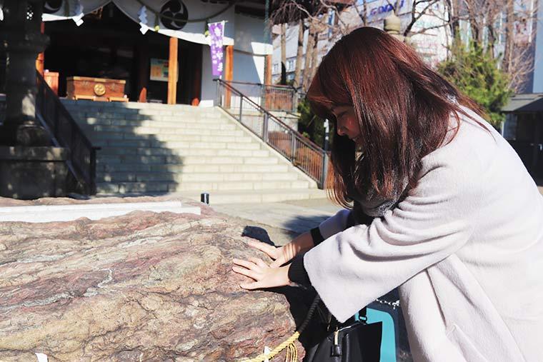 亀戸香取神社にある勝石