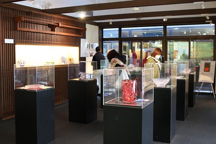 亀戸梅屋敷の江戸切子の展示