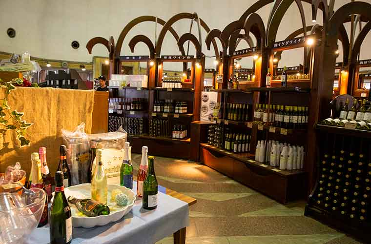 勝沼ぶどう郷 甲州市勝沼ぶどうの丘 売店のワイン