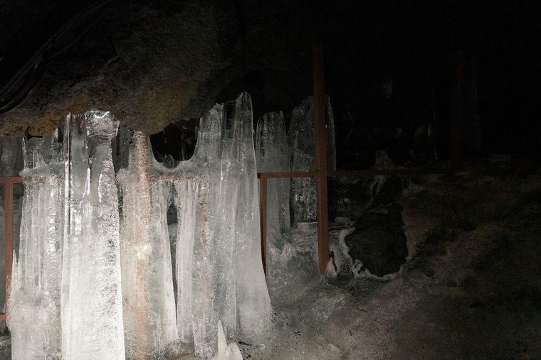 鳴沢氷穴の氷柱