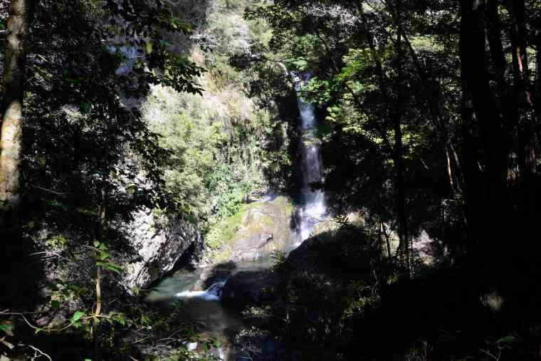 迫力満点の釜滝