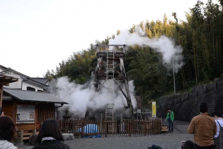 峰温泉の大噴湯公園