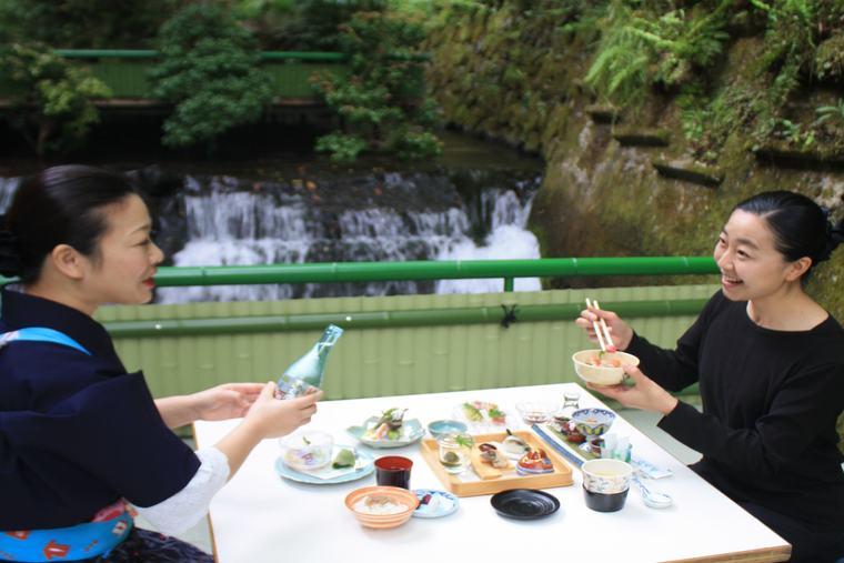 京貴船ひろやの川床で食事