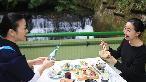 京都・貴船ではじめての川床と貴船神社をめぐる納涼旅
