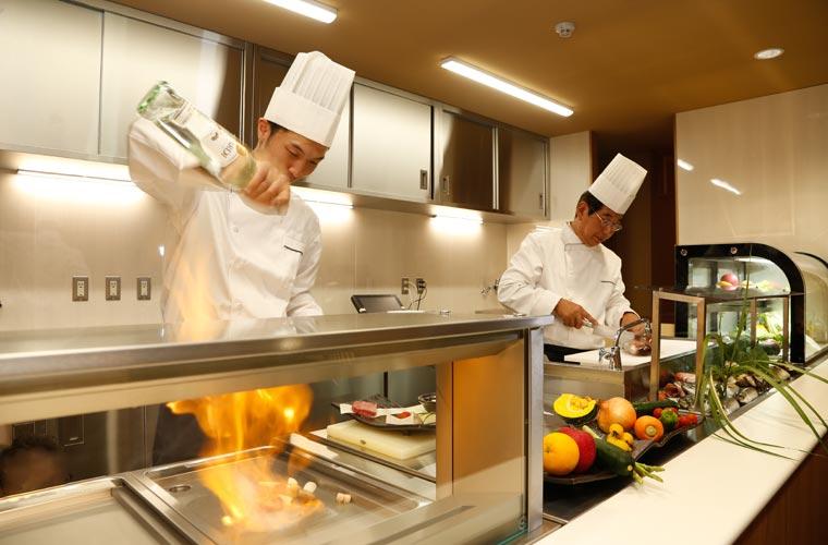 湯楽のオープンキッチン「TAJIMA」