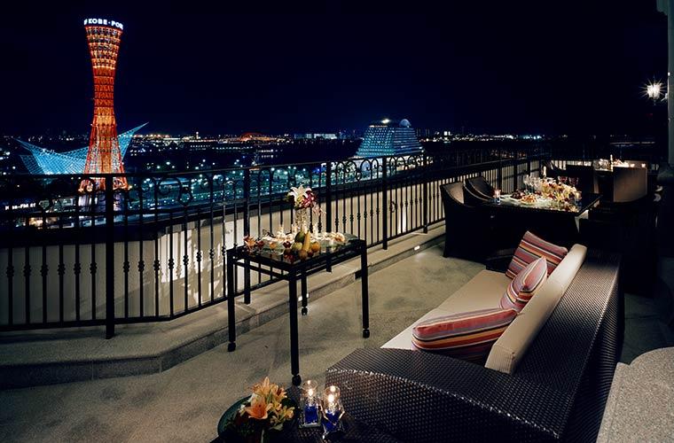 ホテル ラ・スイート神戸ハーバーランドの客室から望む神戸の夜景