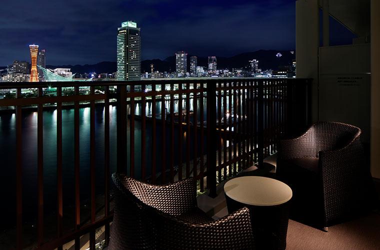 神戸みなと温泉 蓮の客室のテラスから望む神戸の夜景