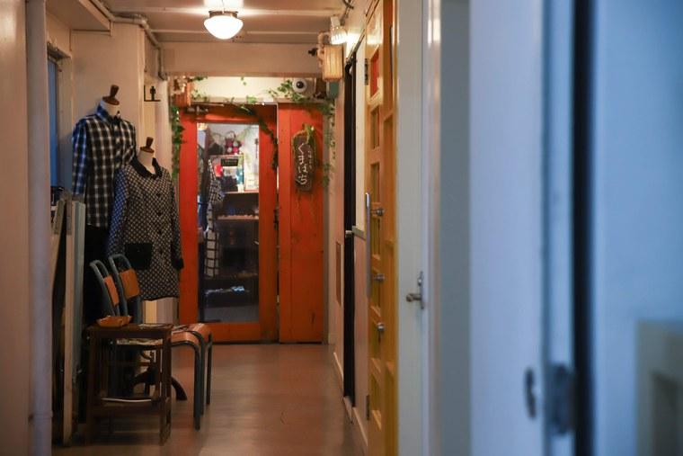 栄町通り 「くまばち 造形雑貨店」