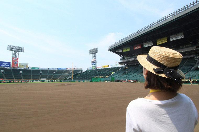 甲子園球場のグラウンドへ!