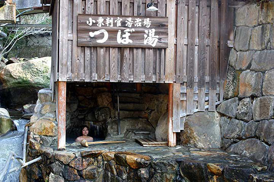 世界遺産にも登録される「つぼ湯」©熊野本宮観光協会