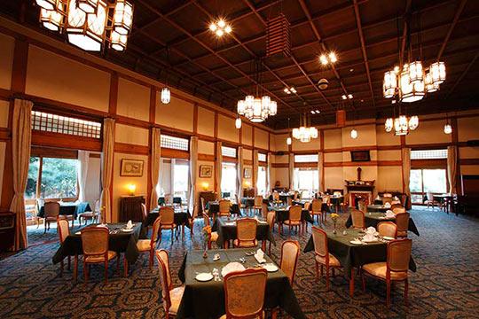 「奈良ホテル」のメインダイニングルーム「三笠」でランチ