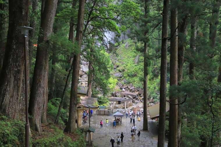 自然崇拝の対象として信仰を集めてきた那智の滝
