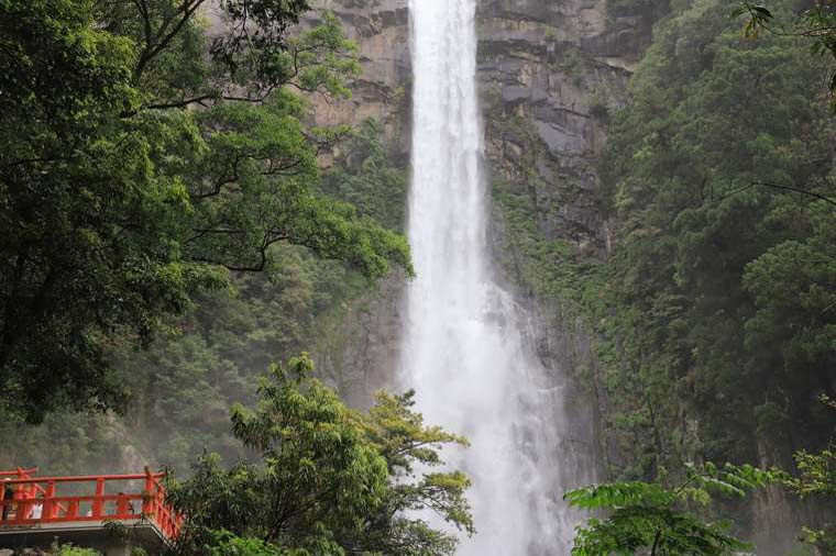 飛瀧神社(ひろうじんじゃ)のお滝拝所