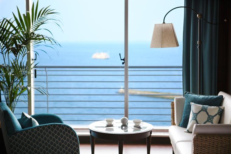 お部屋からも琵琶湖が見えます
