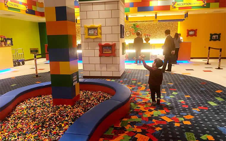 エントランスそばにあるレゴの遊び場