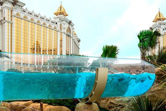 ギャラクシーホテルのプール