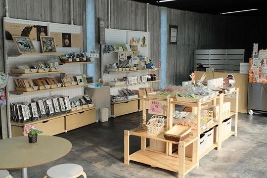 北海道函館市の道の駅「縄文ロマン 南かやべ」名産の昆布や海藻を使った土産品も
