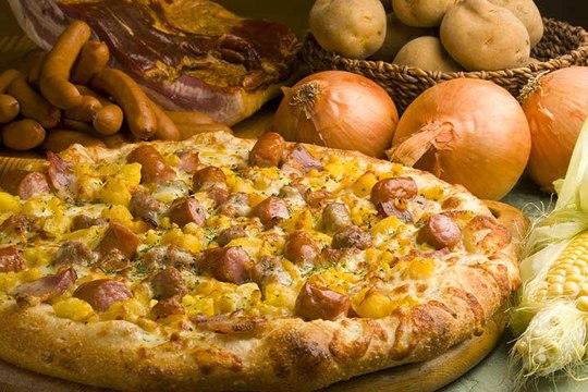 北海道 道の駅「くろまつない」ピザのトッピングにも地元産の食品を使用