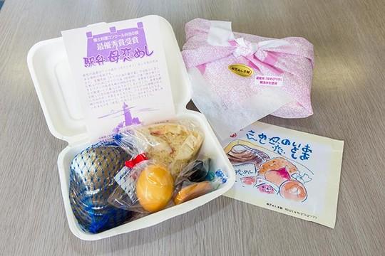 北海道 道の駅「みたら室蘭」ホッキ貝を使った「母恋飯」(ぼこいめし)