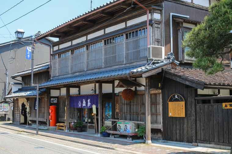 新潟県村上市 古い町屋の残る街並み