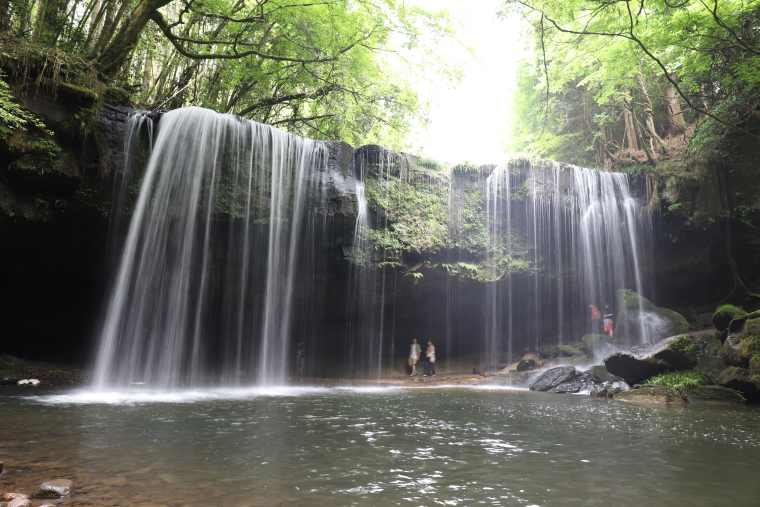 鍋ヶ滝を写真撮影