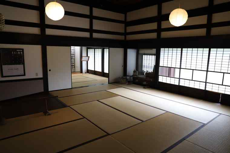 床全面畳敷の坂本善三美術館